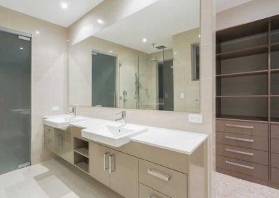 Modern-Bathroom-With-Walk-In
